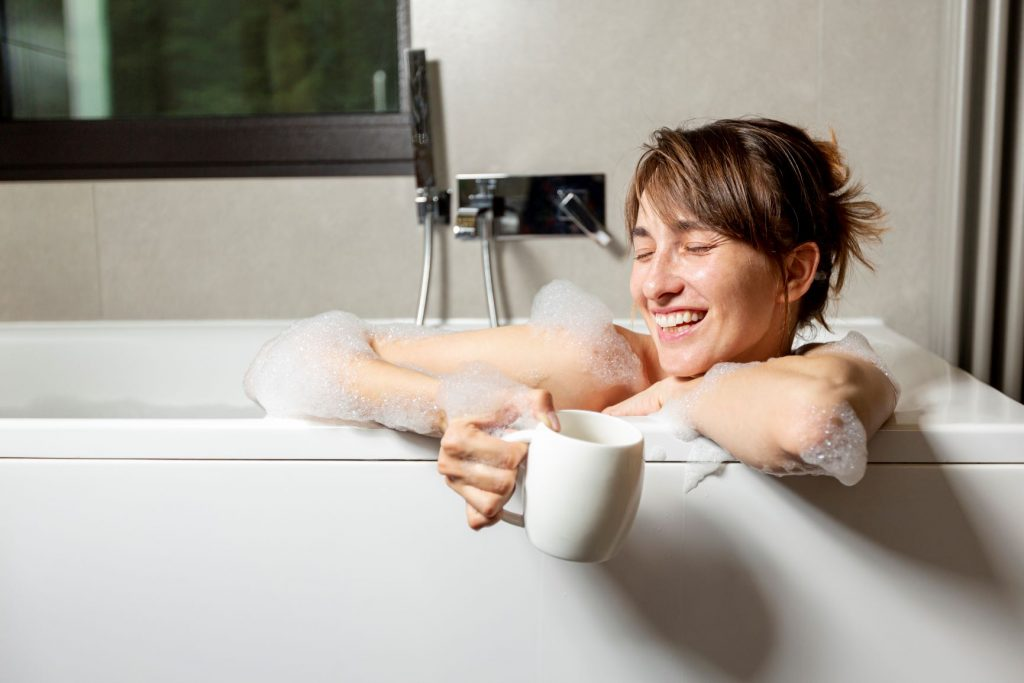 Nő fürdőkádban